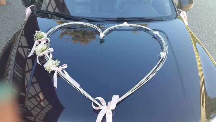 Autoschmuck für das Brautpaar