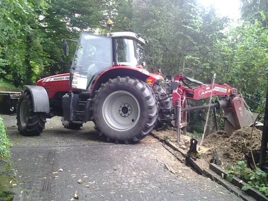 Traktor mit Scheibenfräse