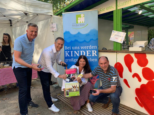 Handy-Sammelaktion mit der Stiftung It's for Kids
