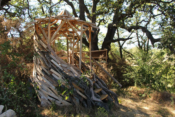 Le kiosque de méditation sous le grand chêne