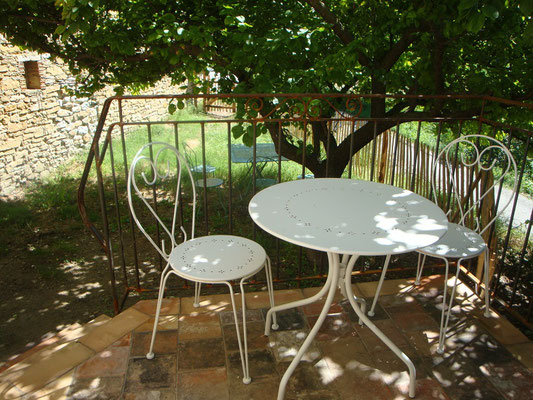 chambre coquelicot, balcon et petit jardin