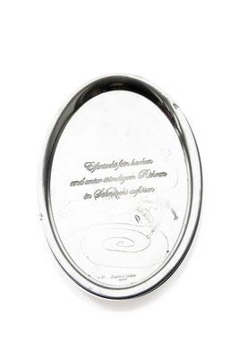 ANGELA SCHILLING  I  Silbertablett graviert  I  Eifersucht fein hacken und unter ständigem Rühren in Sehnsucht auflösen  I  26,5 x 22 cm