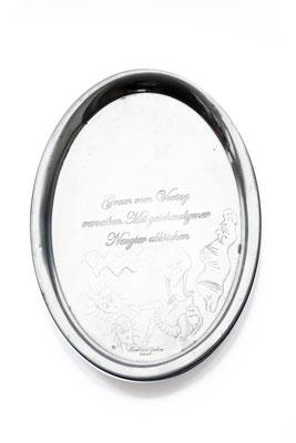 ANGELA SCHILLING  I  Silbertablett graviert  I  Gram vom Vortag verreiben. Mit geschmolzener Neugier ablöschen  I  26,5 x 22 cm