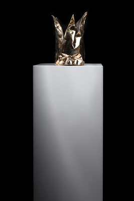 DAVID UESSEM  I  Silence is Golden  I  Bronze  I  32 x 17 cm (Installation shot)