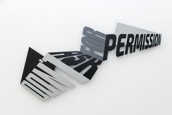 LUCIA DELLEFANT  I  permission  I  Aluminium pulverbeschichtet  I  74 x 112 x 0,6 cm