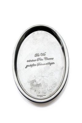 ANGELA SCHILLING  I  Silbertablett graviert  I  Die Wut mit einer Prise Charme zu steifem Schnee schlagen  I  26,5 x 22 cm