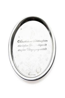 ANGELA SCHILLING  I  Silbertablett graviert  I  Verstocktheit mit Selbstbewusstsein über heißem Dampf schlagen bis eine feste Überzeugung entsteht  I  26,5 x 22 cm
