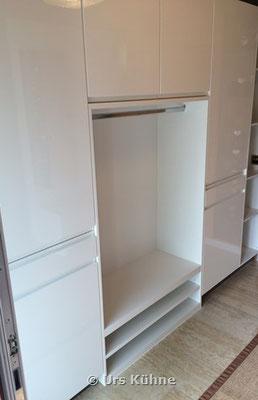 Garderobe 4 Weiss Lack Hochglanz mit eingefräster Griffleiste