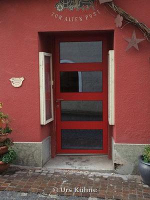 INOTHERM Eingangstüre mit 0.5 W/m2K 3 Fach Verglasung. Dreifach-Hakenverriegelung. Sicherheitszylinder mit Aufbohrschutz