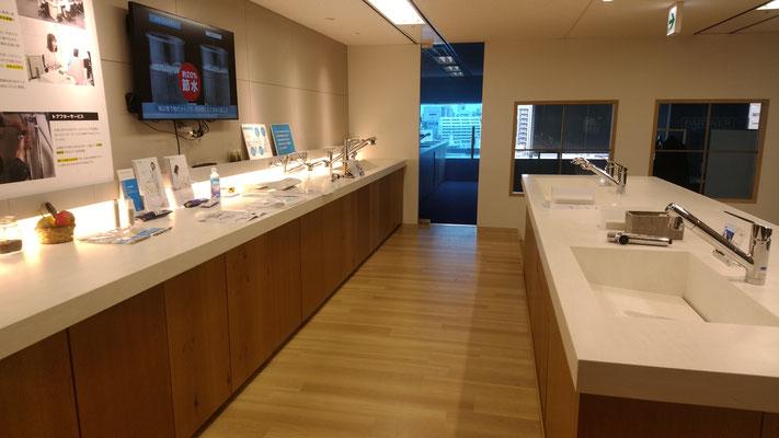 ショールームは非常に綺麗で、新製品はもちろん様々な疑問に応えられる設備が整っています。