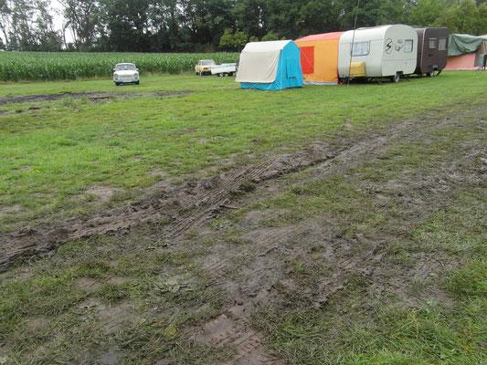 Der Platz nach dem Treffen und dem Regen