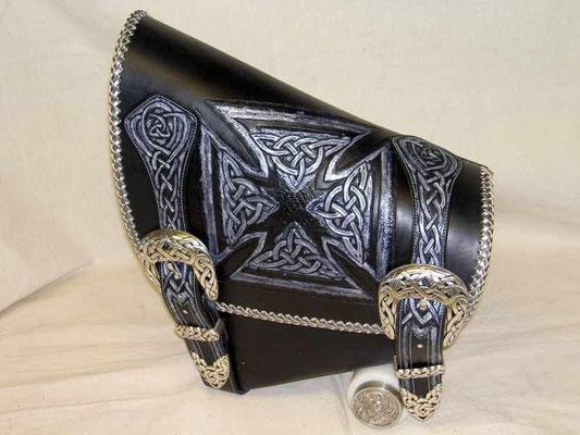 Soft Tail Schwingentasche Celtic eigenes Design, versilberte Celtic Schließen, z.b. Fat Boy, Heritage usw. verkauft