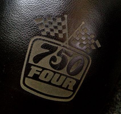 Honda CB 750 four Guilari Sitzbank Lasergravur von Covershop24