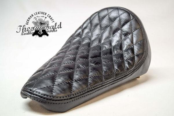 die einfachste Rauten Steppung in schwarz Nappa Leder für www.blechfee.de