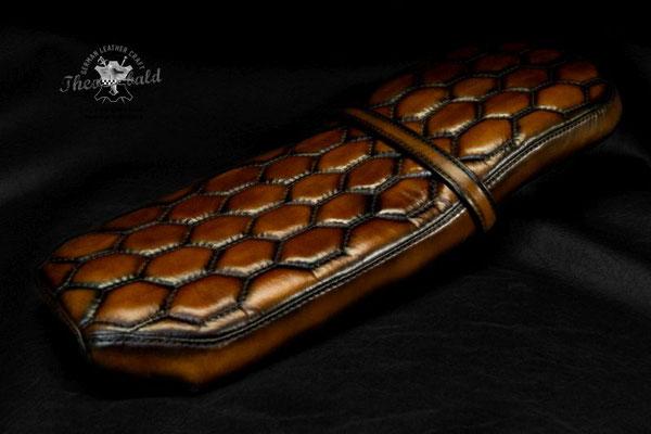 R80 RT Scrambler Sitzbank Custom Stitching Waben Aston Martin
