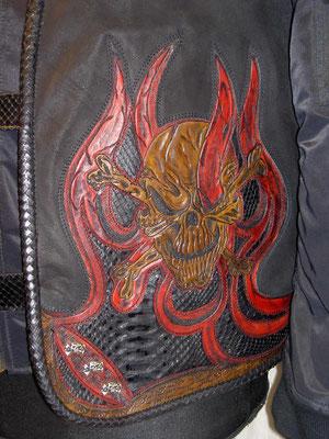 Skull mit Flammen Detail verkauft