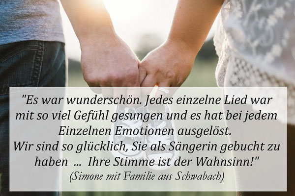 """Simone mit Familie aus Schwabach: """"Es war wunderschön. Jedes einzelne Lied war mit so viel Gefühl gesungen und es hat bei jedem Einzelnen Emotionen ausgelöst. Wir sind glücklich, Sie als Sängerin gebucht zu haben... Ihre Stimme ist der Wahnsinn!"""""""