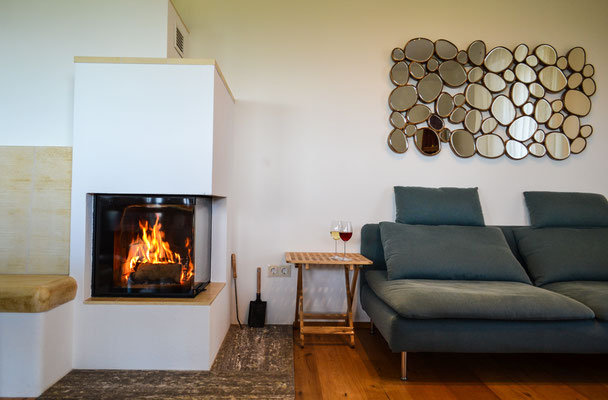 Kachelofen Essbereich / fire place dining area
