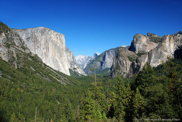 USA, Kalifornien, Yosemite National Park, Yosemite Valley mit El Capitan (links im Bild)