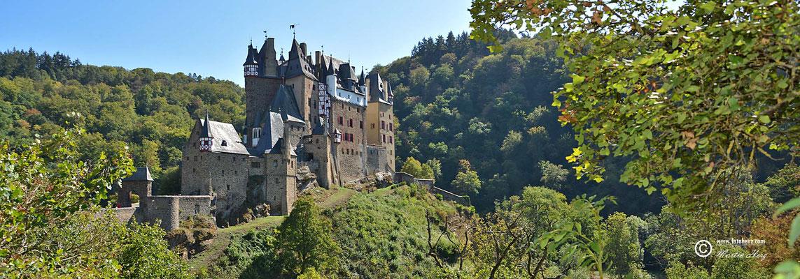 Die Burg Eltz ist eine Höhenburg aus dem 12. Jahrhundert. Sie liegt im Tal der Elz, die das Maifeld von der Eifel trennt, südlich der Ortslage auf der Gemarkung der Ortsgemeinde Wierschem in Rheinland-Pfalz.