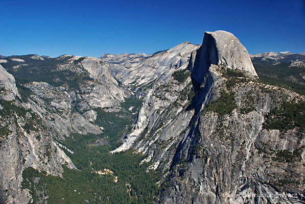 USA, Kalifornien, Yosemite National Park, Yosemite Valley mit Half Dome (rechts im Bild)