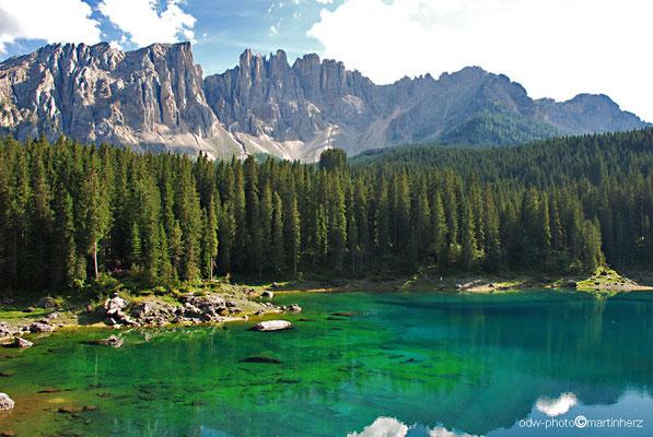 Italien, Südtirol, westliche Dolomiten, Karersee / Lago di Carezza am Fuße des Latemars