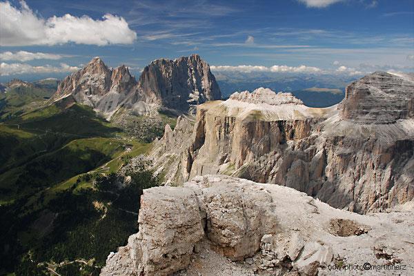 Italien, Südtirol, Dolomiten, Blick von der Sella auf Langkofel und Plattkofel
