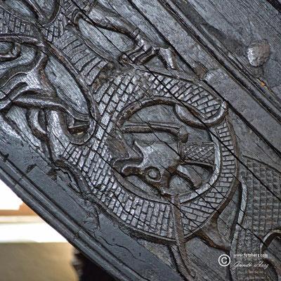 Norwegen, Hauptstadt Oslo, Museum mit 3 hölzernen Wikingerschiffen aus dem 9. Jahrhundert sowie in Grabkammern gefundenen Artefakten.