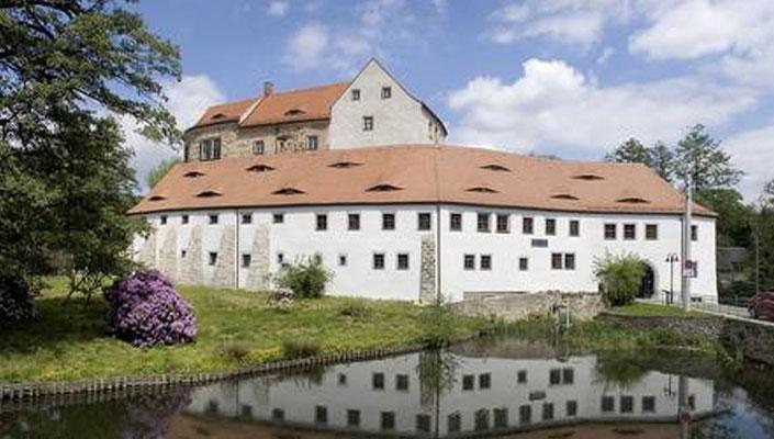 Ansicht etwa vom gleichen Standpunkt aus (Schlossstraße) auf das vollständig sanierte Schloss. Aufnahme 2018.
