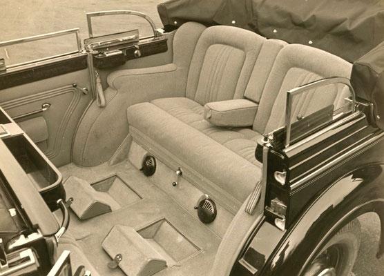 Horch 850 Phaeton mit Gläser-Karosserie. Vollkomfort auch innen, hintere Sitzreihe. Bild: Auto Union Werksfotos Meiche.