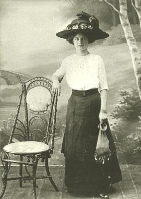 Ernst Flemming: Martha Forke, verh. Krause. Hutmode um 1915