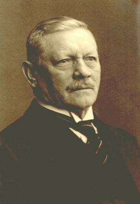 """Emil Heuer, der Unternehmer und """"Macher"""" hinter der Marke """"Gläser Karosserie"""". Um 1925."""