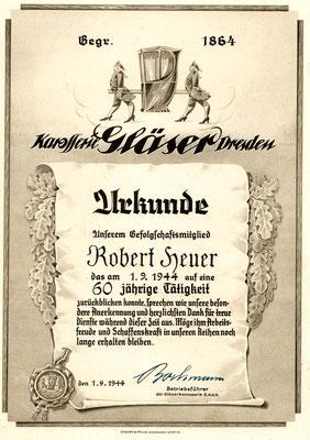 """Willy Bochmann, Emil Heuers Schwiegersohn, 1. September 1944, inzwischen """"Betriebsführer der Gläser Karosserie GmbH"""": Urkunde für Robert Heuer anl. 60-jähriger Betriebszugehörigkeit. Quelle: Sammlg. Rieprich."""