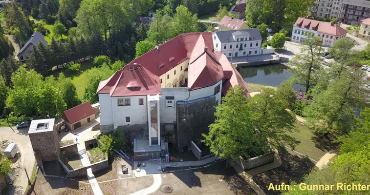 Schloss und Schlossgarten 2019 im direkten Umfeld. Luftaufnahme von Gunnar Richter