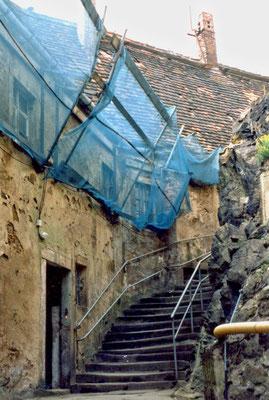Die alte Eingangstreppe zwischen Vor- und Hauptburg. Aufn. Museum Schloss Klippenstein.