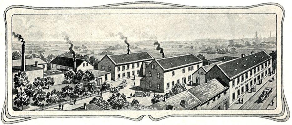 """Die Radeberger Wagenfabrik Emil Heuer um 1904, im Vordergrund rechts die """"Glasgroßhandlung Max Hardtmann"""" Oberstraße. Die Gebäudestruktur ist werbewirksam, aber unrealistisch dargestellt. Quelle: Chronik Kirschen, Radeberg 1906."""