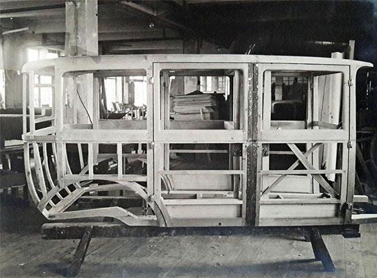 Die Holz-Skelett-Karosserie von Gläser, vermutlich für eine Horch-Pullmann-Limousine Typ 8-303 (nächstes Bild), um 1927.  Quelle: Sammlung B. Rieprich
