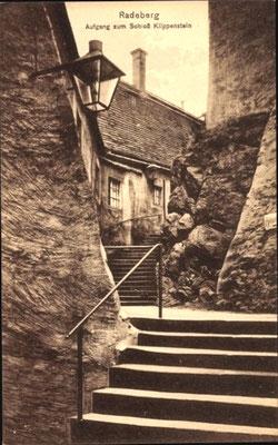 """Der frühere Zugang vom Hauptportal, zwischen Vorburg und Hauptburg, die """"Amtstreppe""""."""