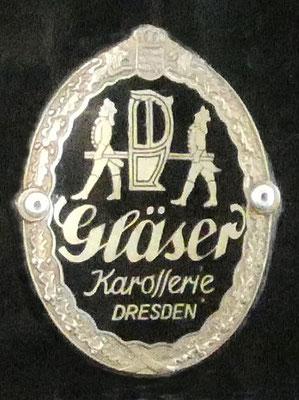 """Wort-Bild-Marke """"Gläser Karosserie Dresden"""", an einem Opel Kapitän 1938 Cabriolet"""