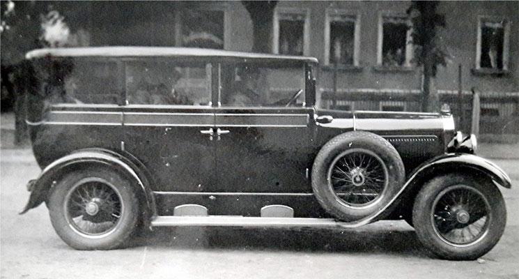 Das fertige Fahrzeug mit der Holz-Skelett-Karosserie von Gläser (voriges Bild), vermutlich eine Horch-Pullmann-Limousine Typ 8-303, um 1927.  Quelle: Sammlung B. Rieprich