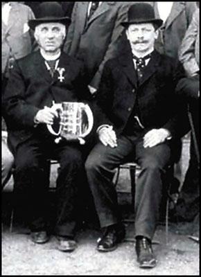 Heinrich Gläser (links), und Emil Heuer  als Geschäftspartner. Um 1900.