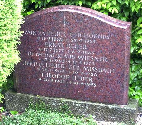 Grabstein für Ernst Heuer und Familie in Radeberg