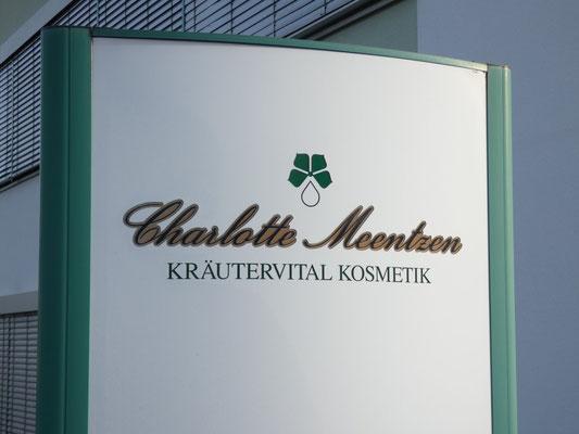 Charlotte Meentzen - Kräutervital Kosmetik. Der Unternehmens-Neubau in Radeberg - Neues Label am Besucher-Portal.
