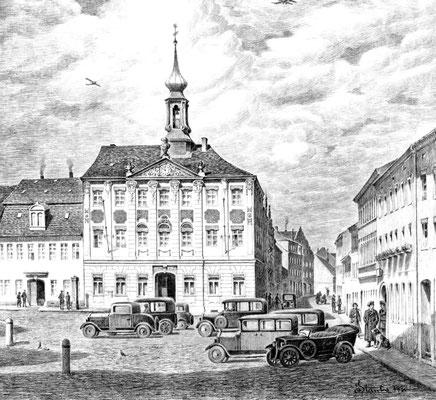 """""""Autostadt Radeberg"""", Historische Zeichnung des Radeberger Malerchronisten Karl Stanka (1883–1947). Autos auf dem Marktplatz, um 1930."""