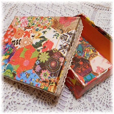 Cartonnage box with Spanish paper_03