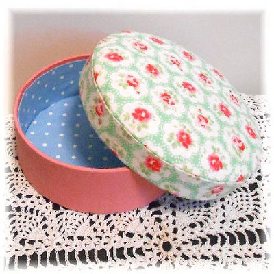 Circle Cartonnage box with Cath Kidson fabric (the U.K.)