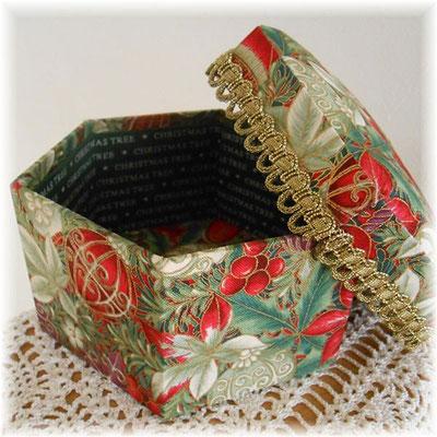 クリスマスの六角形カルトナージュ(大)赤と紫のオーナメント柄_#241-02