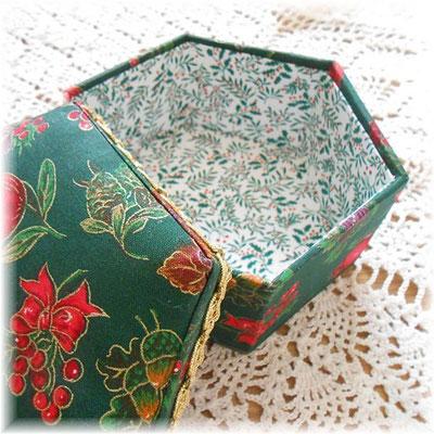 クリスマスの六角形カルトナージュ(中)ザクロ、柊、松ぼっくり_#243-03