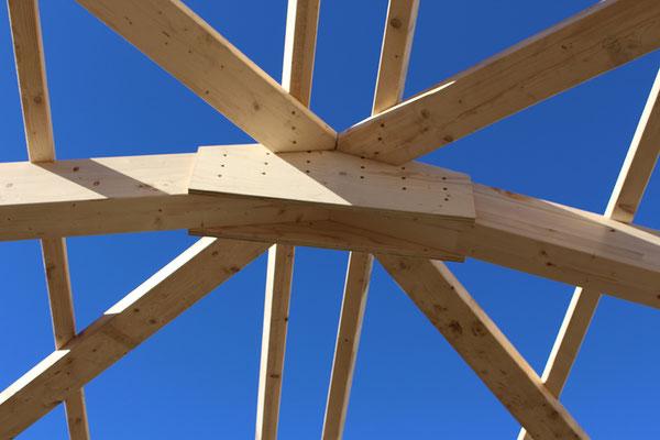 Holzverbindung Holzbau von Ihrem Spezialisten im Oberaargau - Holzbau Peter Beck AG Niederönz