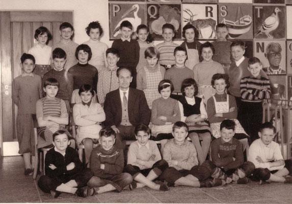 """4. Klasse 1959- Man beachte im Hintergrund das """"ABC"""": """"N"""" wie NEGER !"""